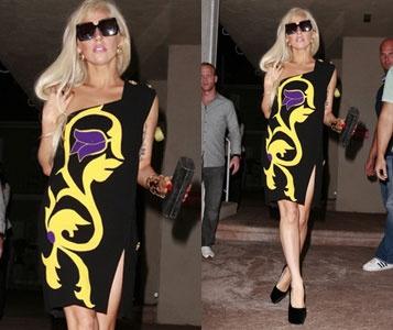 Lady Gaga Info on Info 13 08 2011 Lady Gaga Tres Feminine En Versace