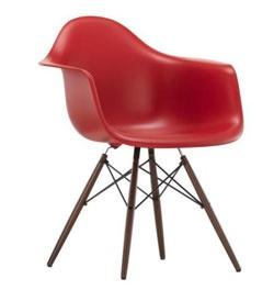 the conran shop des chaises rouges tr s design. Black Bedroom Furniture Sets. Home Design Ideas